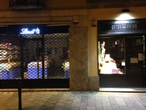 Il temporary shop Lindt affianco a Guido Gobino.
